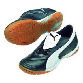 Puma Vencida II IT Indoor Soccer Shoes (Black/White)