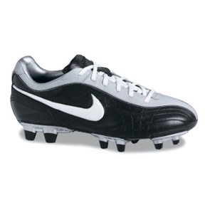 Nike Womens Air Legend FG Soccer Shoes (Black/White)